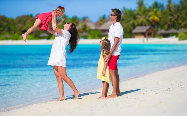 休暇中の若い家族