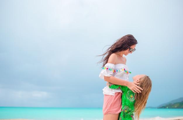 カリブ海で一緒にママと子供