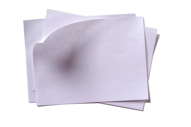 Несколько неопрятного ворса белой липкой заметки