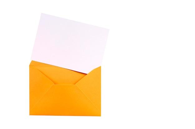 白紙の手紙カードと茶色のマニラ封筒