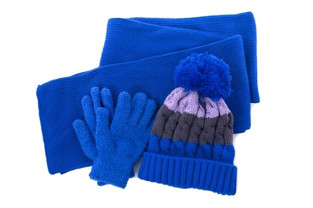 赤い冬ニットへま帽子、スカーフ、白い背景で隔離の手袋