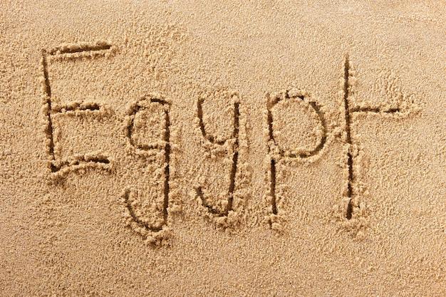 メッセージを書くエジプト紅海夏のビーチ