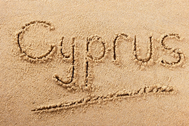 キプロスの夏のビーチメッセージを書く