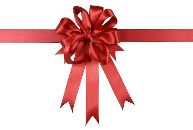 Красная подарочная лента с бантом или розетка на белом фоне