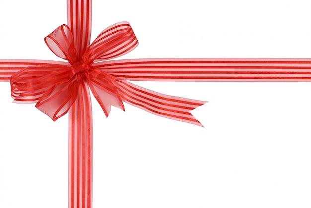Красная полосатая подарочная лента с бантом на белом фоне
