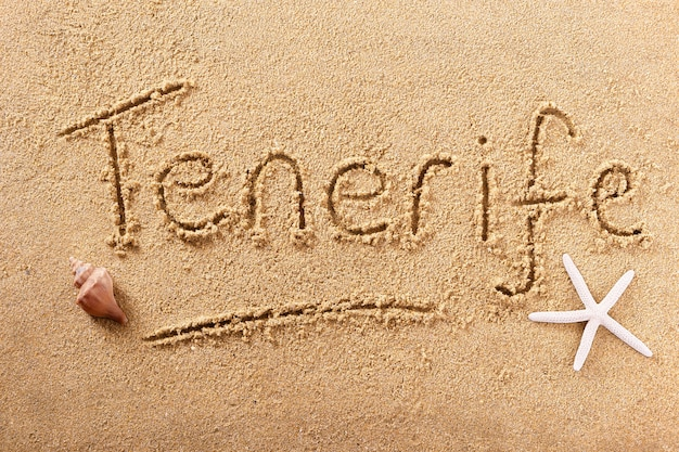 テネリフェ島の手書きのビーチの砂のメッセージ