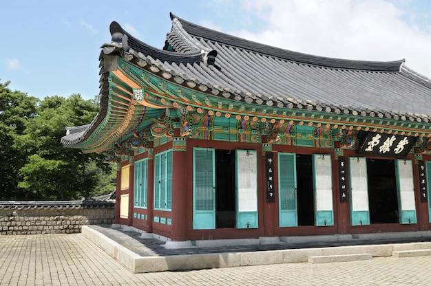古い韓国の宮殿の寺院の建物