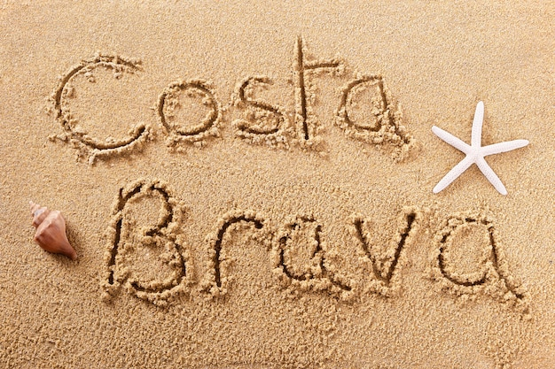コスタブラバスペインのビーチの砂のサイン