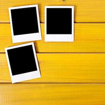 Пустые фото отпечатки на столе