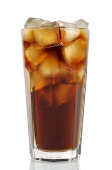 Высокий стакан колы со льдом