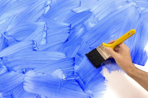 青い壁を絵画