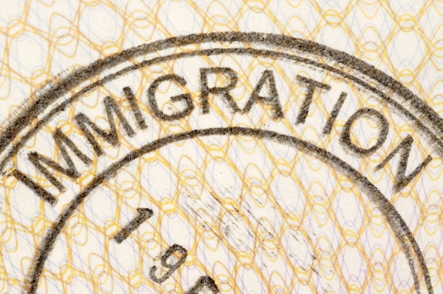 移民のパスポートスタンプ