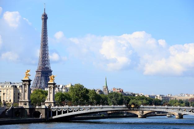 Париж эйфелева башня с мостом