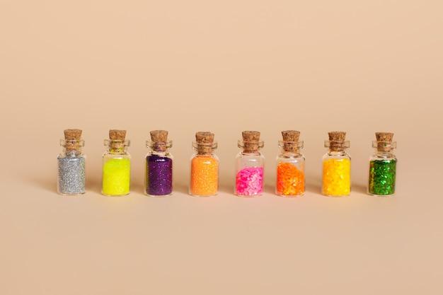 カラフルなキラキラのボトル