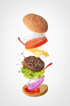 Гамбургер с ингредиентами