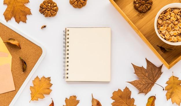 秋の葉のノート