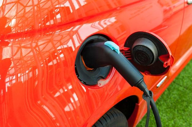 充電スタンドの電気自動車