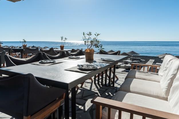 浜辺のレストラン