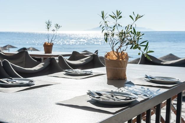 ビーチでロマンチックなレストラン