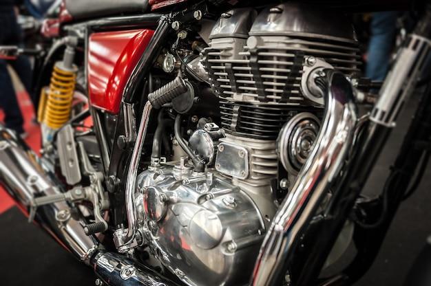 強力なバイクのエンジン