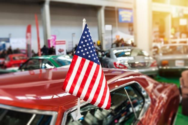 ショールームでアメリカ国旗