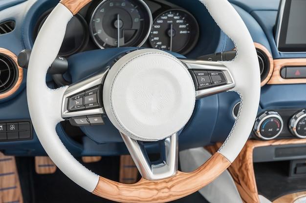 現代の車内