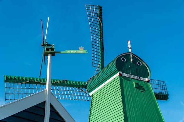 オランダの美しさグリーン風車