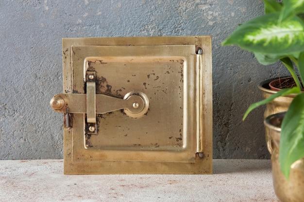 グレーのアンティーク真鍮製煙突フラップ
