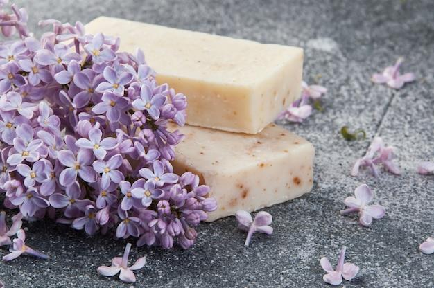Мыло-скраб ручной работы и сиреневый