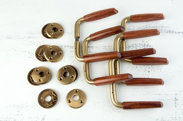ヴィンテージの木製真鍮製ドアハンドル