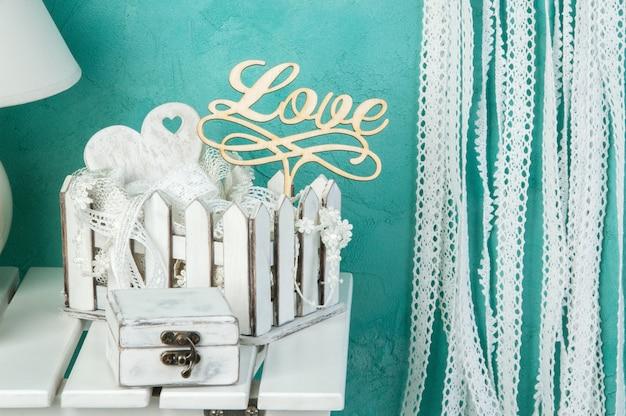 白い結婚式の装飾