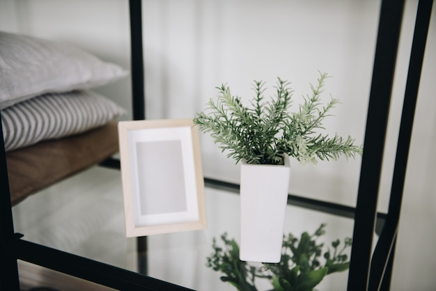 Современные комнатные вечнозеленые искусственные растения, используемые в оформлении интерьера