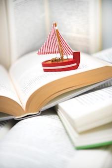 書籍間の移動、旅行、書籍の冒険を読むボート