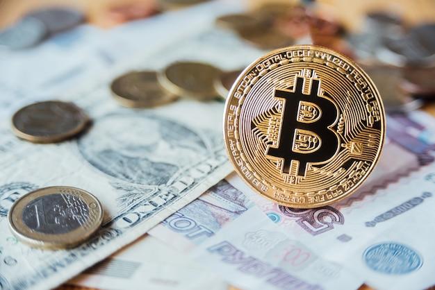 Биткойн, евро, доллар и рубли