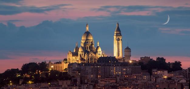 夜、パリ、フランスのサクレクール聖堂