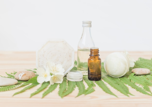 Мыло ручной работы с маслом для тела на дереве