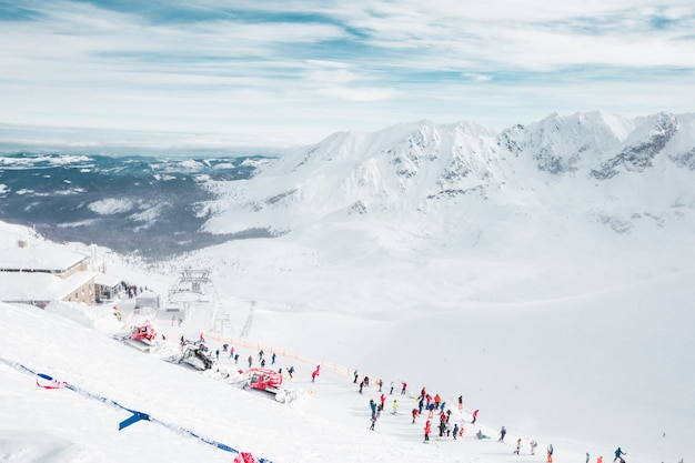 Татры, польша, словакия. горнолыжный курорт, отпуск, туризм. походы в красивый пейзаж.
