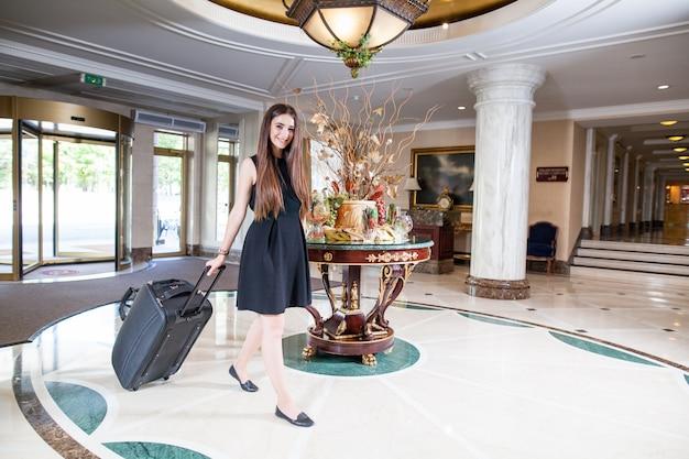 Роскошный пятизвездочный отель приветствует гостей на выходных.
