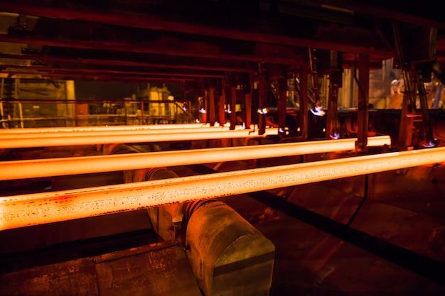 鉄鋼および金属の生産