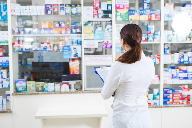 Продажа лекарств в аптечной сети магазинов