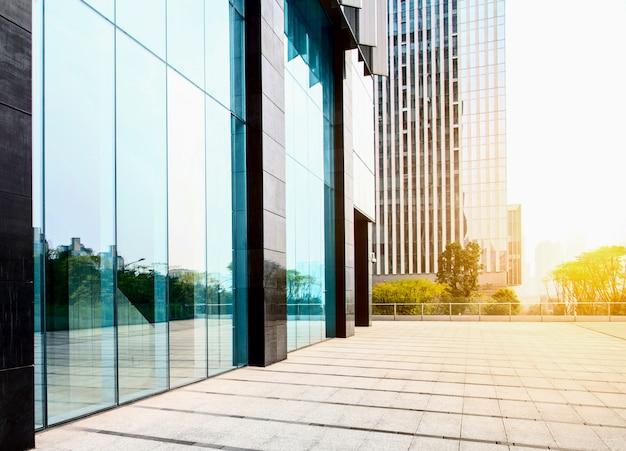 超高層ビルビジネスオフィスの窓