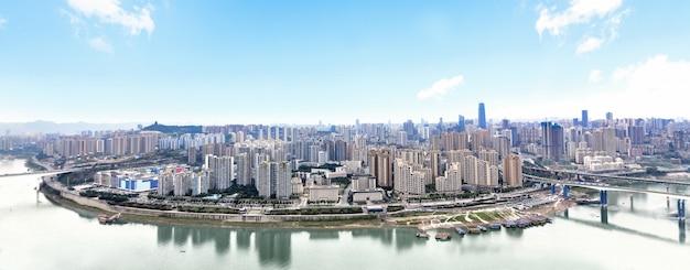都市景観と雲の中の重慶のスカイライン