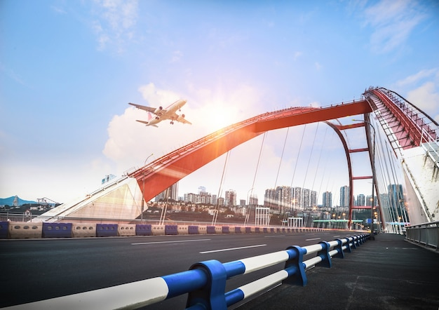 橋、中国の重慶にトラフィックがぼやけた。