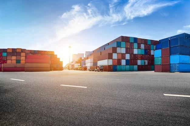 産業港とコンテナ敷地