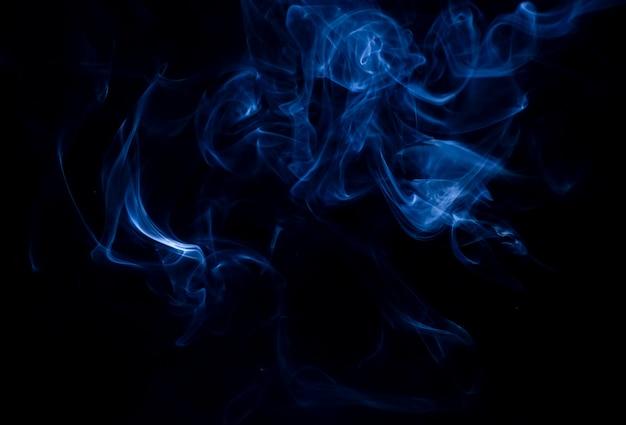 黒の背景に白い煙のコレクション