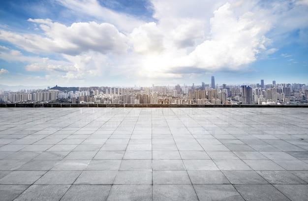 Городской пейзаж и горизонт чунцин в облачном небе