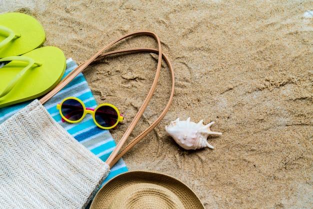 テーブルオンビーチのビーチアクセサリー - 夏休み