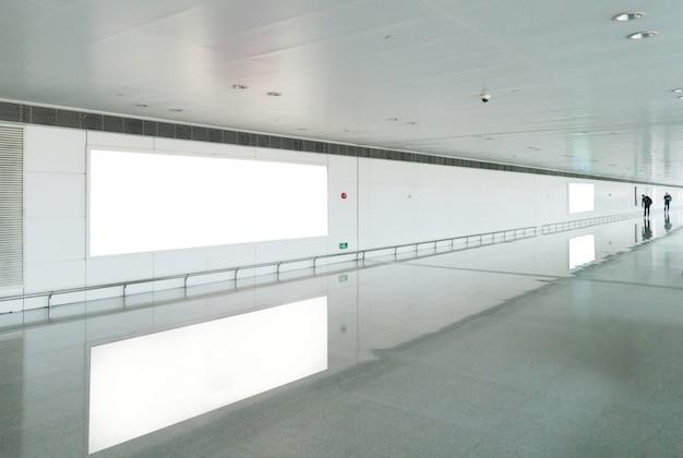 地下鉄の空白の広告板、広告に便利