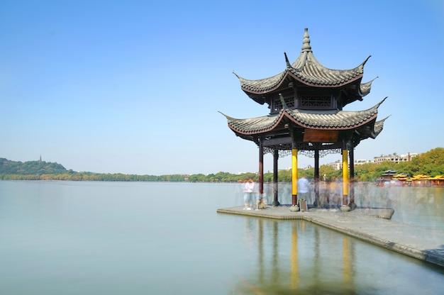 Красивый архитектурный ландшафт и ландшафт в западном озере, ханчжоу