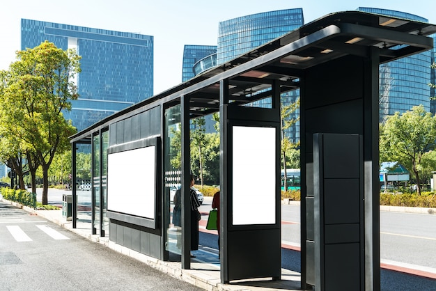 Автобусная остановка рекламного щита на сцене, ханчжоу, китай